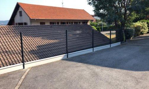 Pose d'un clôture vue soubassement sur seynod